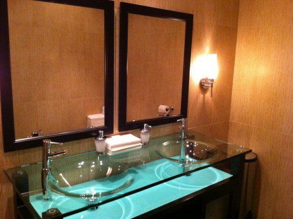 vasque en verre, lavabos pratiques