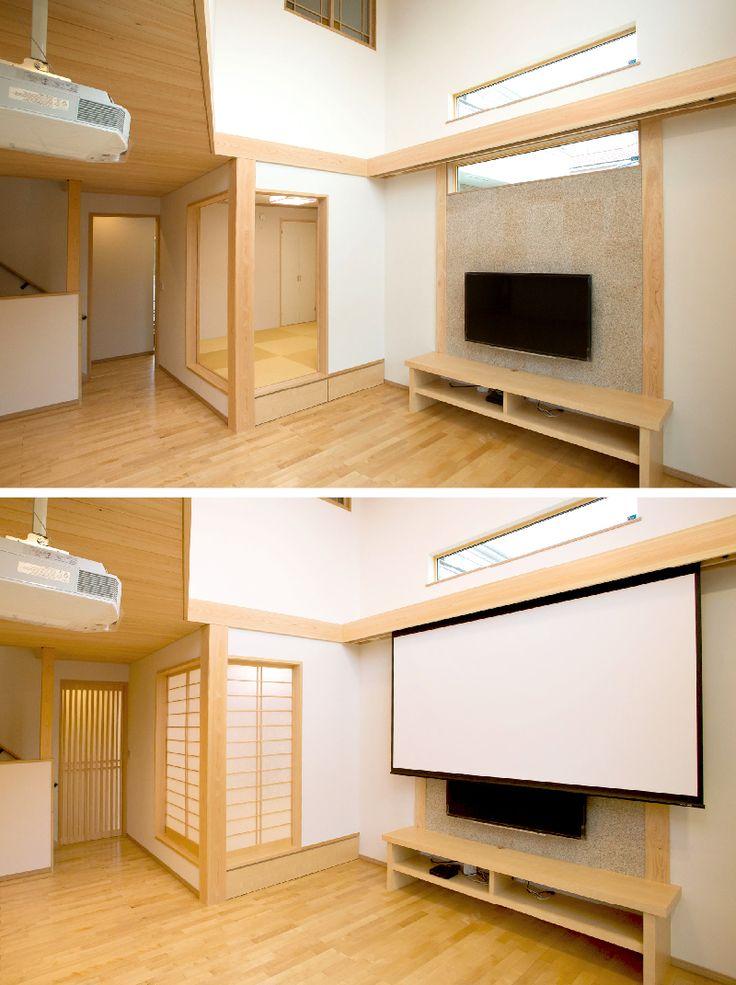 小上がりの和室を設えたリビング。化粧梁から100インチのスクリーンを下ろすとホームシアターに。|リビング|ナチュラル|和モダン|和室|デザイン|おしゃれ|小上がり|アイデア|ホームシアター|