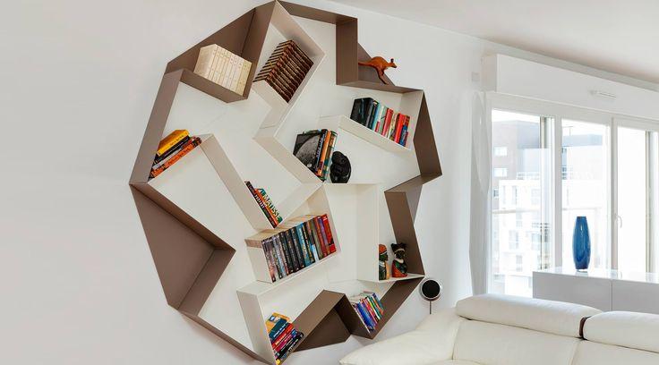 Una libreria da creare: tre trapezi, inaspettate combinazioni. Scopri tutti i colori disponibili.