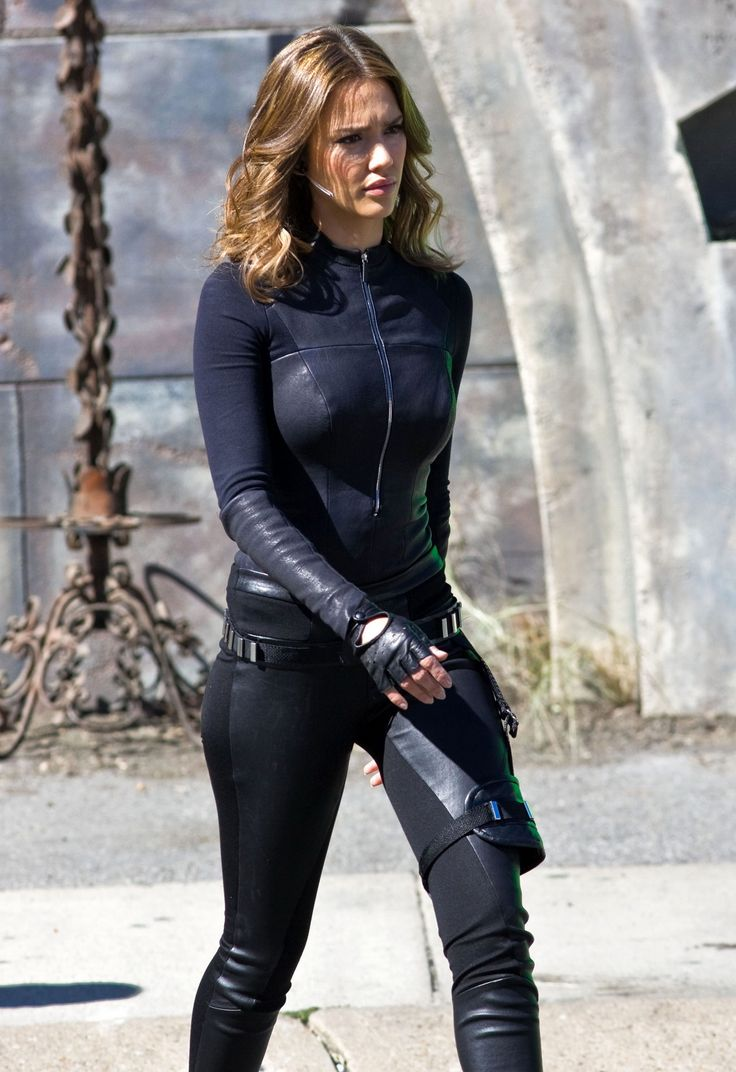 Jessica_Alba_-_Spy_Kids_4_movie_set_10-30-2010_008.jpg (1650×2405)