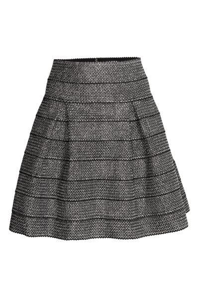 Falda con textura: Falda con vuelo en punto resistente, estampado con textura y pliegue de tablas. Sin forrar.