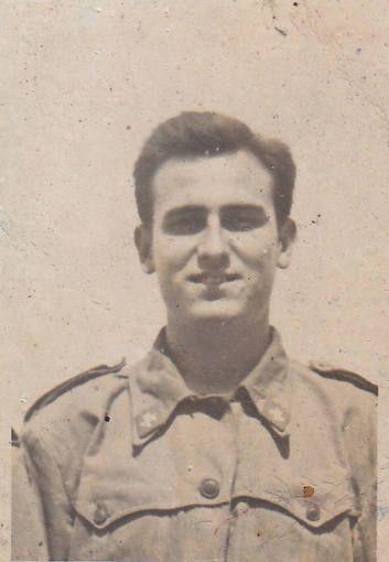 La vida de Manolo Escobar en imágenes: http://www.rtve.es/mediateca/fotos/20131024/vida-manolo-escobar-imagenes/121995.shtml