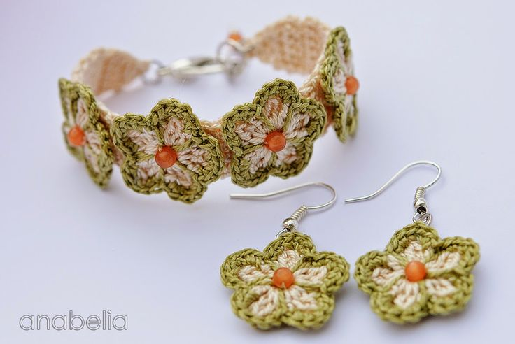 Pure Pinspiration by anabelia!  Pulsera de ganchillo Verde y pendientes por Anabelia  ☀CQ #crochet #jewelry  http://www.pinterest.com/CoronaQueen/crochet-jewelry-corona/