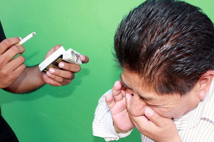 AIRLIFE te informa ¿Cuál es el factor de riesgo del EPOC? El factor de riesgo principal de la enfermedad pulmonar obstructiva crónica es fumar. Aproximadamente entre el 80 y 90 por ciento de los casos de la enfermedad son provocados por fumar cigarrillos a largo plazo. La mejor manera de prevenir o evitar que la enfermedad pulmonar obstructiva crónica empeore es dejar de fumar. Y dejar de exponerse al humo de segunda mano.