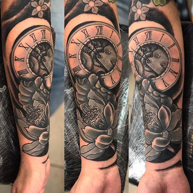 Primero del días , gracias Marce por la confianza!!! #diegoalejandrotattoo #tattoist #worldfamousink #worldfamous #tattoo #tatuajes #tatuaje #argentina #bsas #sanmiguel #sanmiguelconectado #ink #inked #Klonntattoo #tattooartists  #cheyennetattooequipment #cheyennepen ##cheyenne tattoo #eternoirons #intenze  #intenzeink  #electricink  #radiantink #tattooshow2017  #balmtattoo #dotwork  #balmtattooargentina #reloj #loto