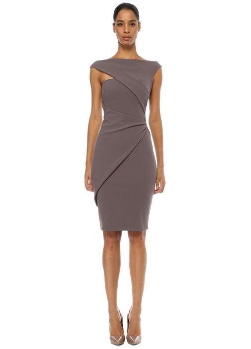 Kayık yakalı, midi boylu Chiara Boni elbise. Ürün bedeni: 40 / Model ölçüsü: Boy: 182 cm - Göğüs: 80 cm - Bel: 63 cm - Kalça: 92 cm. Sezon ürünlerinde tüm mağazalarımızda ücretsiz tadilat yapılmaktadır