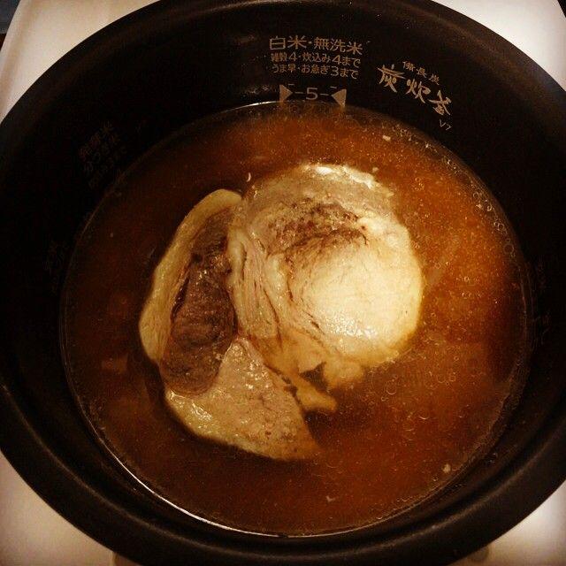 今日の晩御飯は #カオマンムゥ(豚肉) #生ほうれん草と水菜 #豚のスープ野菜たっぷり #付け合わせたち 最近料理する機会が減ったのは、義母が定年で振舞ってくれるので、、、 #男子ごはん