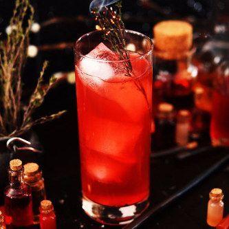Préparez un chaudron plein de cocktails comme celui à base de poils du chien à trois têtes, la potion Tue-loup ou la potion Amortentia.