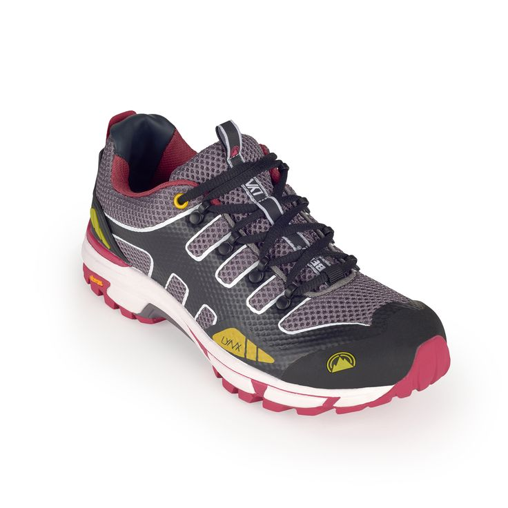This functional running trail sneaker is set to achieve an effective performance during demanding runs in uneven trails.
