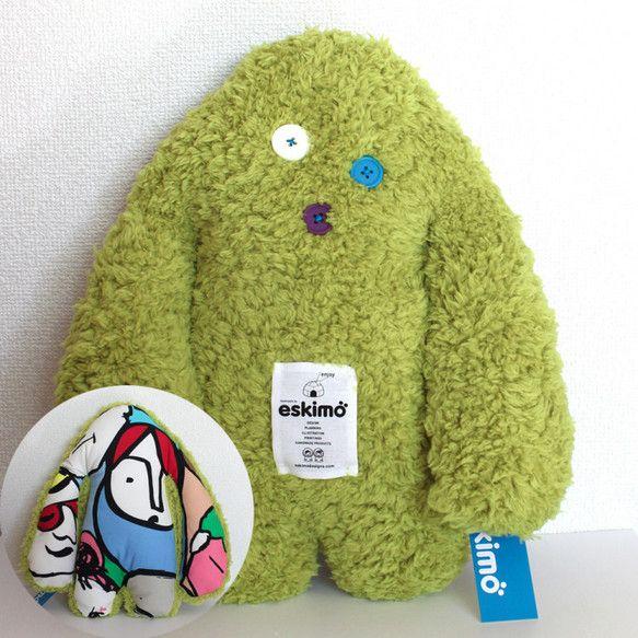 いつのまにかエスキモー村の森に住みついた「出稼ぎのイエティ(雪男)」。 実は、とてもファッションが大好き!さまざまな柄のコートをたくさん持っています。絶妙なバ...|ハンドメイド、手作り、手仕事品の通販・販売・購入ならCreema。
