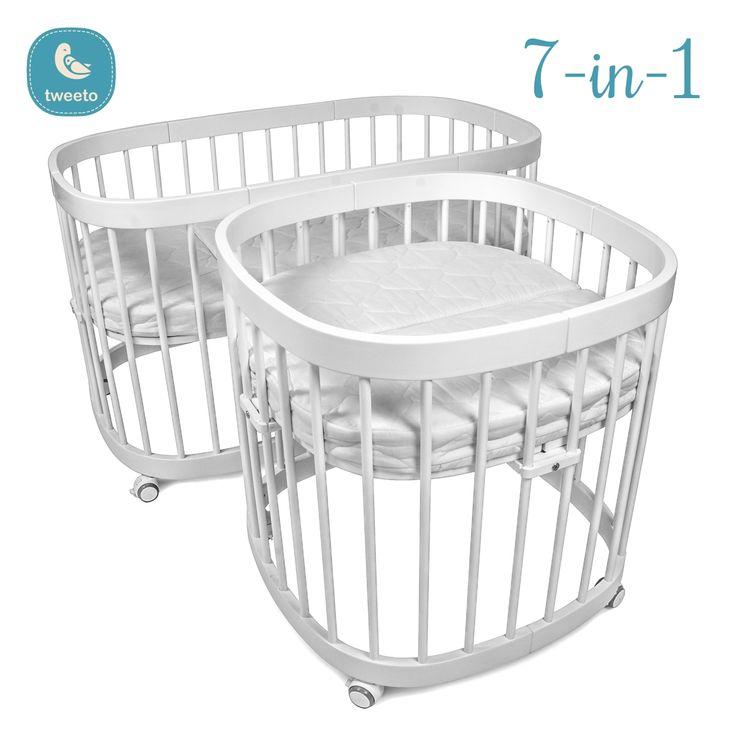 1. Beistellbett 2. Babybett (auf festen Füßen) 3. Stubenwagen (Babybett auf Rollen) 4. Kinderbett 5. Laufgitter 6. Kinderbett offen / Kindercouch 7. Tisch mit 2 Stühlen - für Kinder & Erwachsene Das tweeto Babybett / Kinderbett ist ein Bett, das mit Ihrem Kind mitwächst und sich an die Bedürfnisse deines heranwachsenden Kindes anpasst.