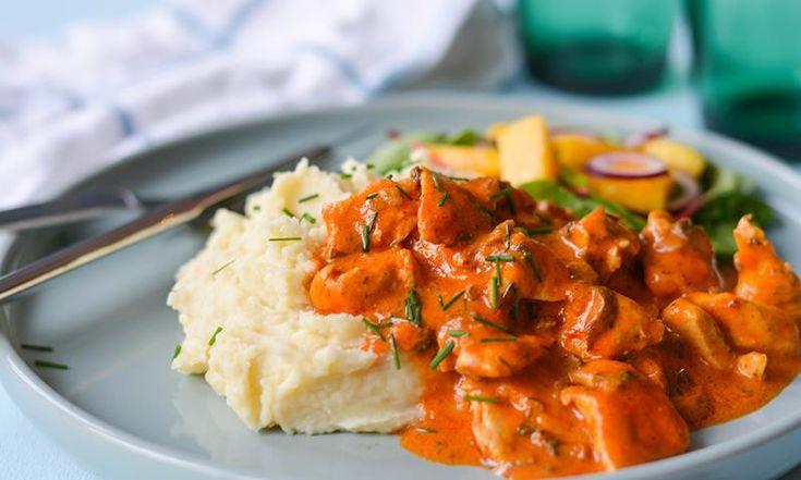 Red curry liver opp hverdagsmiddagen! Kremet kylling med red curry lager du på bare 15 minutter.