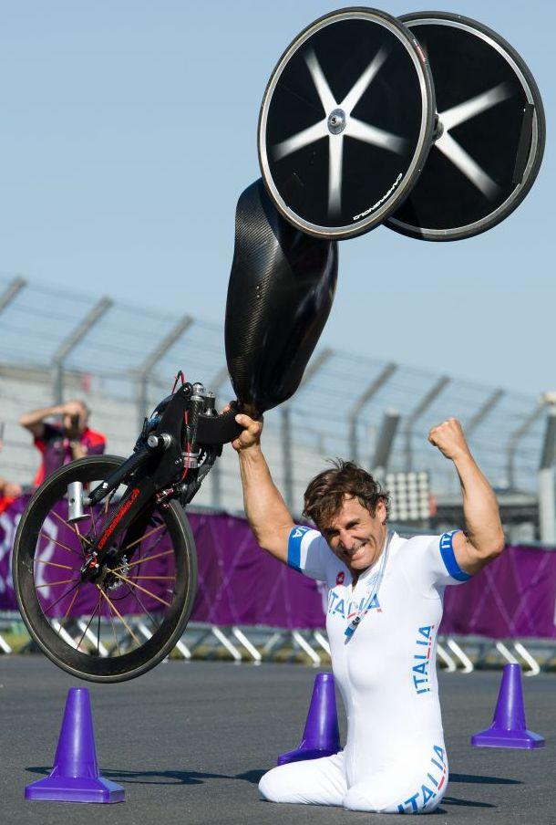 YES!! Alex Zanardi has won Gold