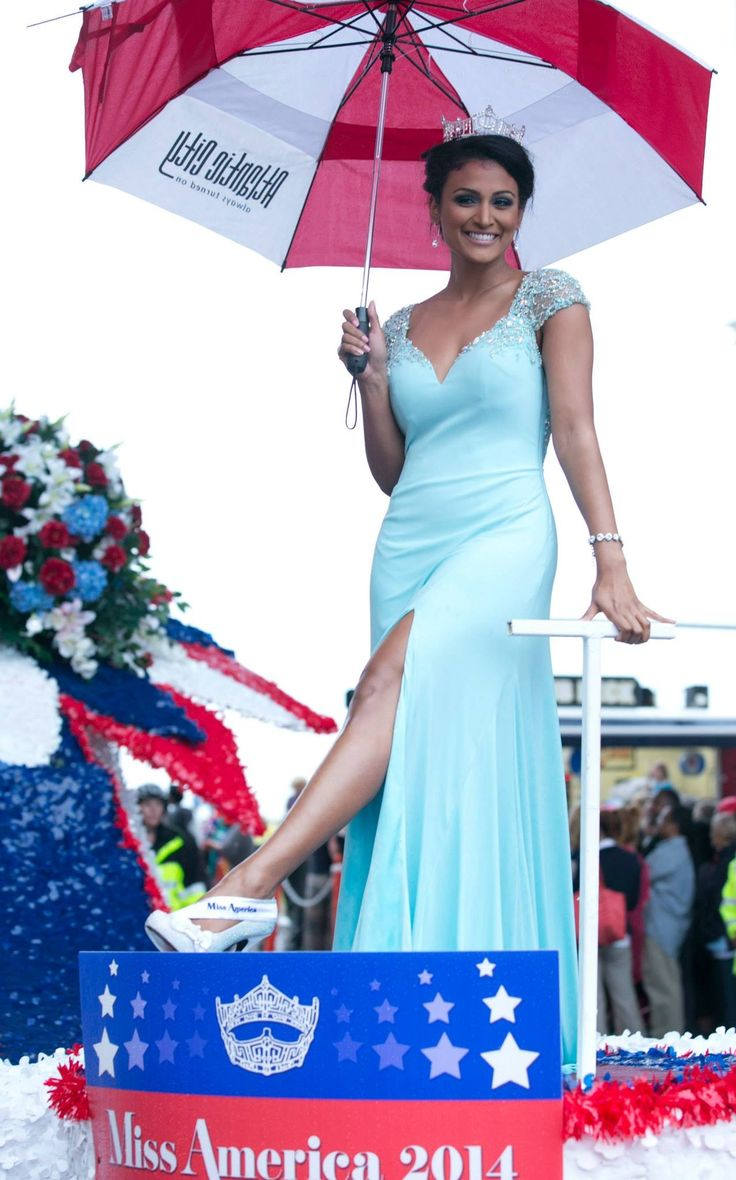 Nina Davuluri Miss America 2014 in the Miss America Show Us Your Shoes Parade