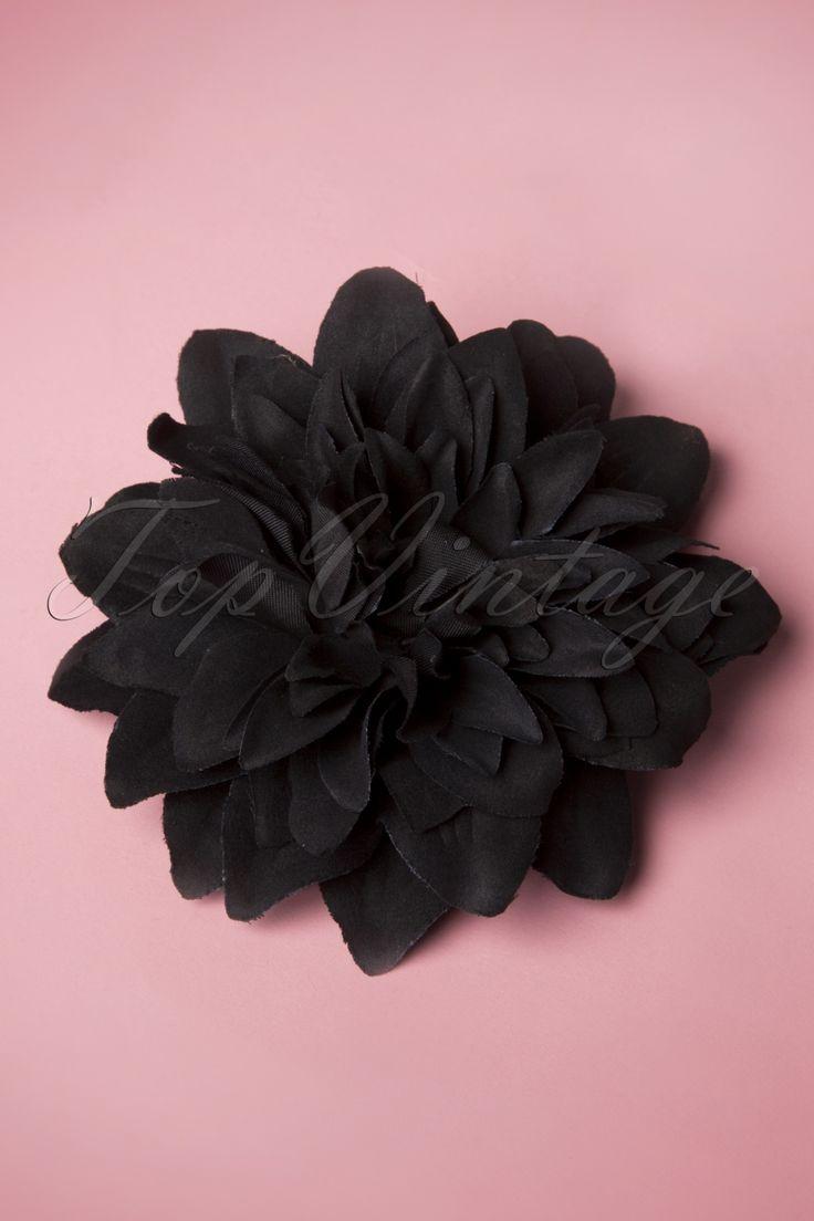 Deze Black Flower Hair Clip & Broche van From Paris With Love! zorgt voor een pittig Flamenco tintje in je garderobe!Een elegante, zwarte bloem die je in je haar kan dragen, maar ook als broche om een topje op te leuken. De bloem is bevestigd op een zilverkleurige metalen clip en ook voorzien van een broche sluiting. Must-have accessoire!