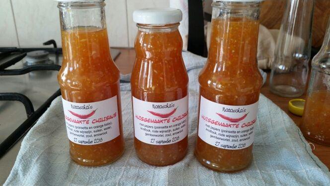 <p>heerlijke huisgemaakte zoete chilisaus Dit recept is zo simpel en zo snel te maken dat je ze echt niet meer in de winkel koop! In dit recept gebruik ik eigen gekweekte pepers, heb je deze soorten niet gebruik dan gewoon rode pepers, of experimenteer met andere soorten. Maar gebruik er …</p>