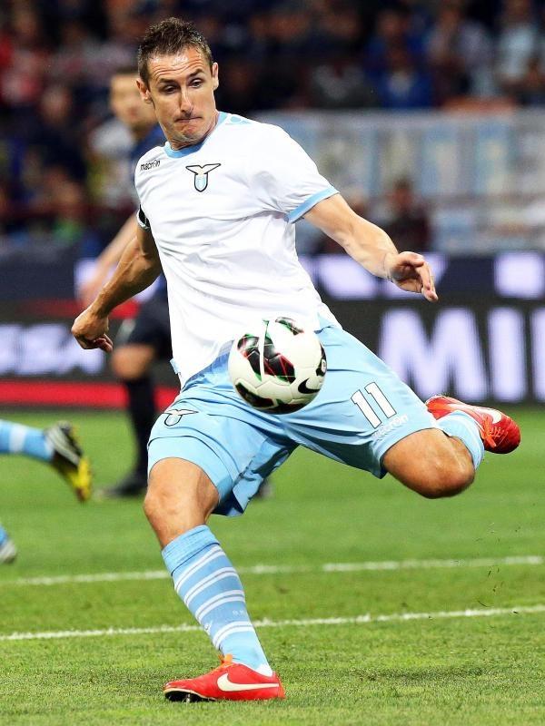 Zu dem 3:1-Sieg von Lazio Rom bei Inter Mailand konnte Miroslav Klose Pässe, aber diesmal keine Tore beisteuern. (Foto: Matteo Bazzi/dpa)