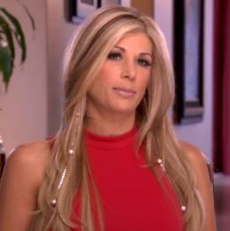 Alexis Bellino's Long Chain and Pearl Earrings | Big Blonde Hair : Big Blonde Hair