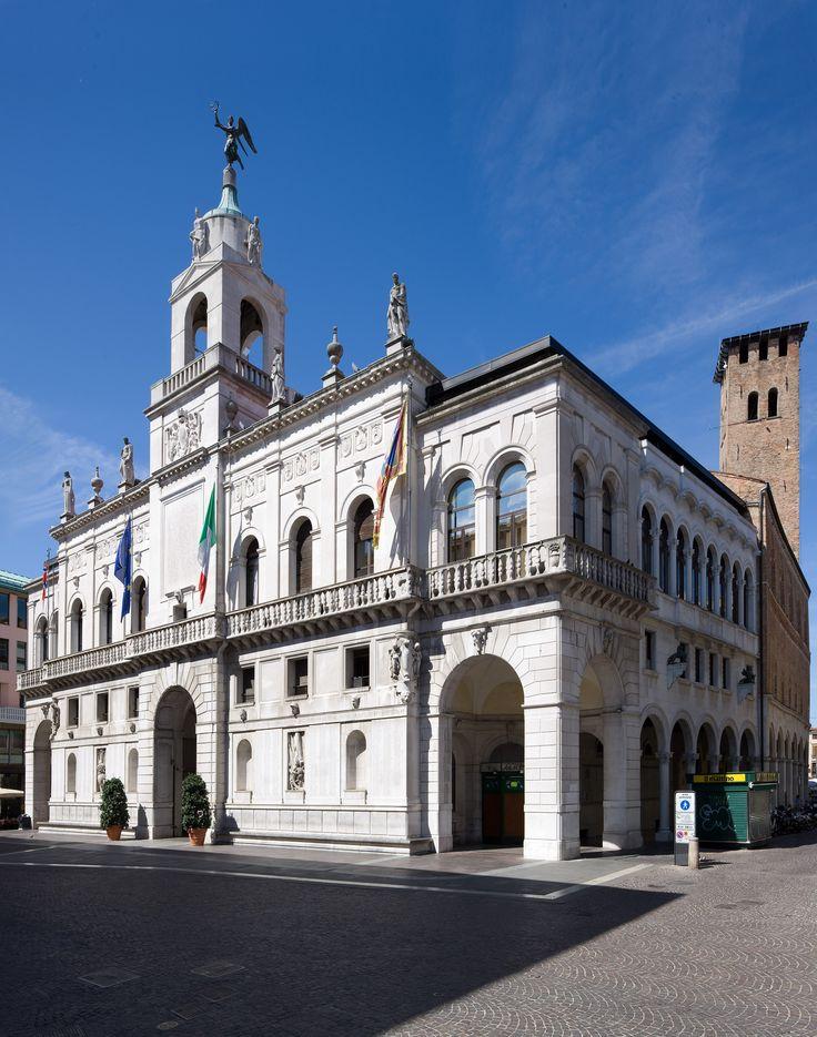 Palazzo Moretti -Scarpari, altare della Patria padovano