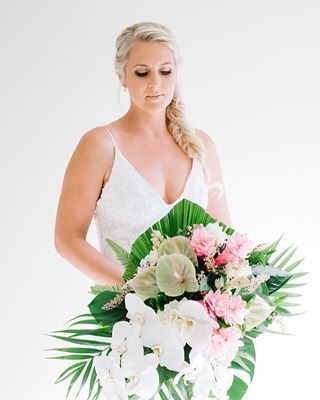 Professional Sunshine Coast photographer for fashion, events and weddings. Specialising in wedding photography, family portrait photography and products.
