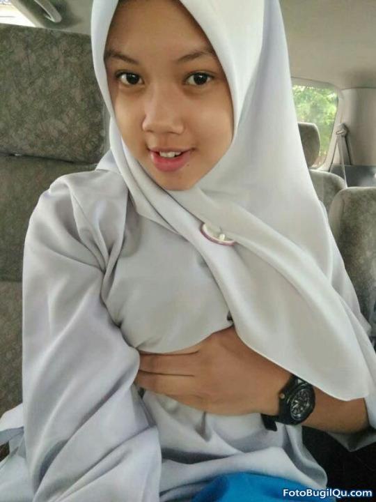 Toket Mulus Cewek Hot Berjilbab Bugil Ketika Menggunakan Jilbab (1)