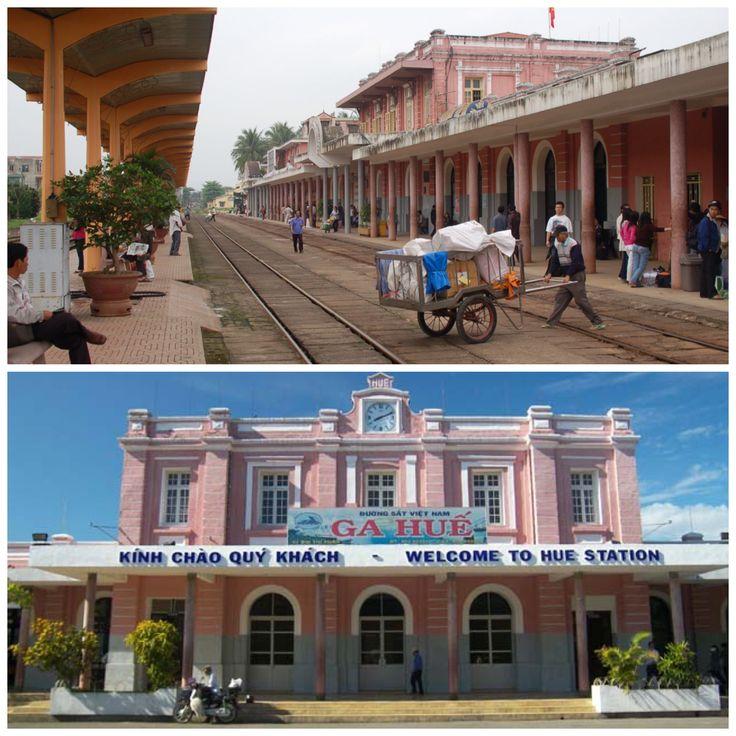 Dit station is een hele beleving, gezien de Franse architectuur. Dit treinstation is gebouwd toen de Fransen de macht hadden in Centraal-Vietnam. Het bracht een enorme bekendheid met zich omdat het met Franse architectuur gebouwd was en omdat het een belangrijke verbinding met zich mee bracht voor de ontwikkeling en economie in de stad.