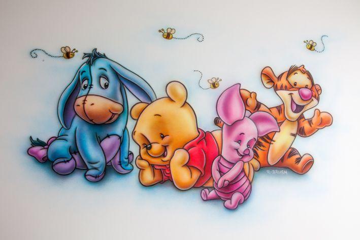 Airbrush muurschildering van de Pooh babies in de babykamer.