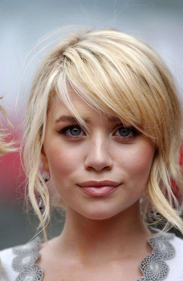 Ashley Olsen - frangia scalata lunga laterale - ottima per chi ha un viso tondo  #blonde #twins #frangia