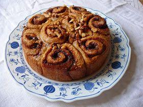 A cinnamon roll cake , vagyis a fahéjas csiga Amerikában az egyik legnépszerűbb reggelinek számít (a mogyoróvajas lekváros kenyér és a juha...