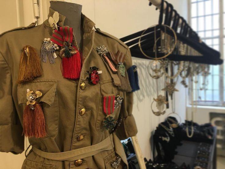 @showroompapaveri with love❤️  #radà#radàbrooches#ss17#newcampaign#military#bijoux#jewels#jewellery#jewelry#italy#handmade#strass#swarovski#love#fashion