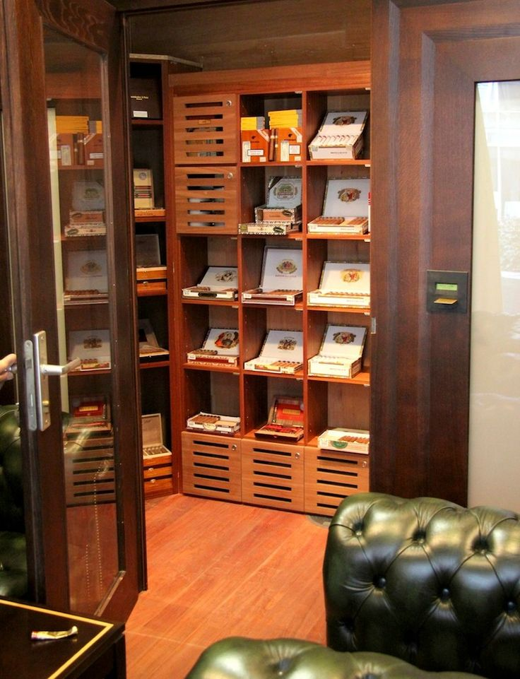 Hier geben wir Ihnen einen Eindruck von unserem Fachhandel für Zigarren. Die stilvolle Einrichtung und das angenehme Ambiente unserer Lounge sind einmalig in München.