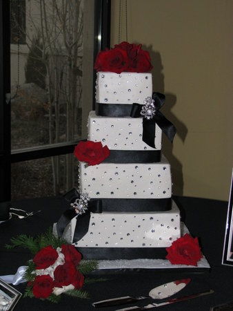 red wedding cakes with bling 124 best images about white and black wedding ideas 19175