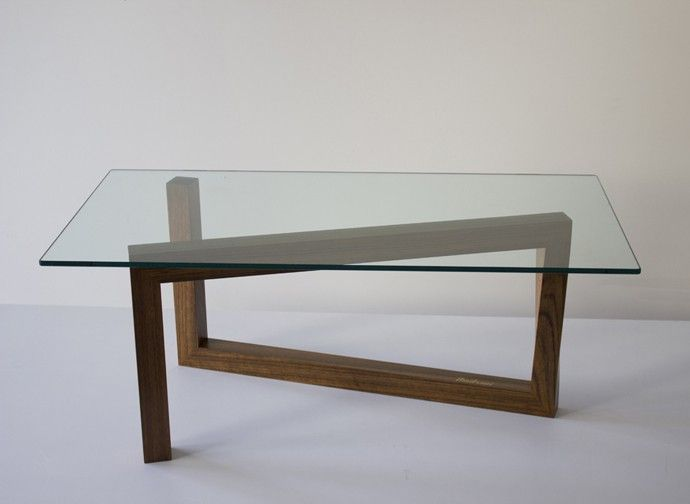 """Roberto Truzzolilloe Stefano Truzzolillo hanno realizzato Momento, una rivisitazione del famoso tavolo diIsamu Noguchi del 1947.Il tavolo Momento in legno massello e vetro si può acquistare suAmitrani. [gallery ids=""""5708,5709,5710″] Viadesignerblog.it"""