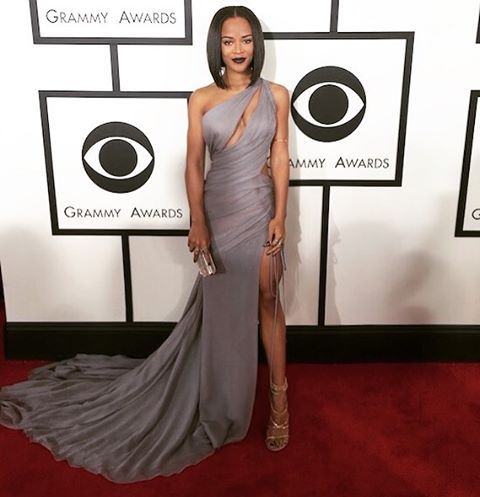 @serayah wore a custom #VeraWang dove grey one shoulder draped gown with accentuating cut outs and leg slit details to the 2016 @thegrammys in Los Angeles.  #verawangcelebs