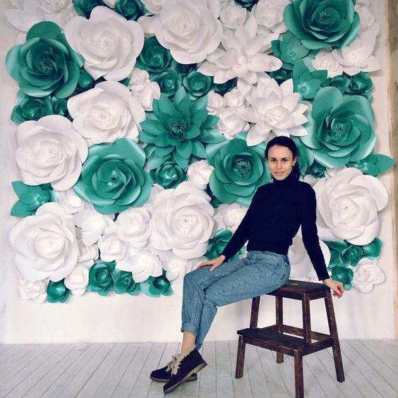Cortinas de papel para bodas hechas con flores gigantes. Esta creación elegante de MIO GALLERY te acompañará con belleza y sofisticación ese día tan especial.