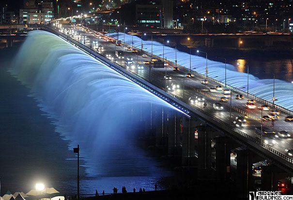 Banpodaekyo, a long bridge on Han River, Seoul, South Korea.