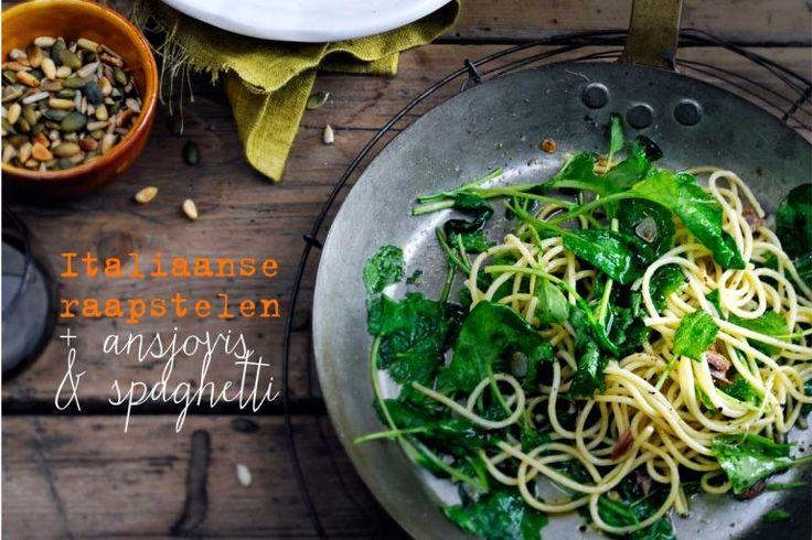 italiaanse raapstelen met ansjovis en spaghetti