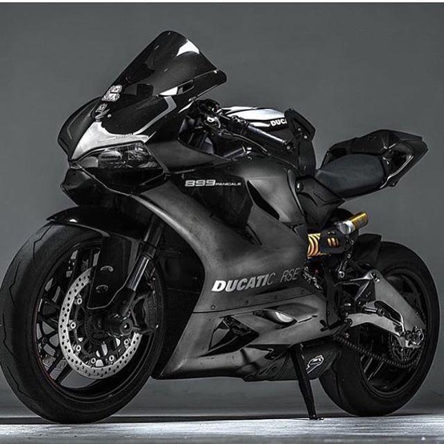 Gotta love the Ducati __ By: @rbjphoto  __ #sportbike #bikelife #cyclelaw…