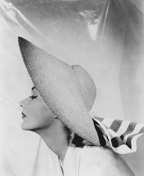 Lisa Fonssagrives Photo by George Platt Lynes, 1940