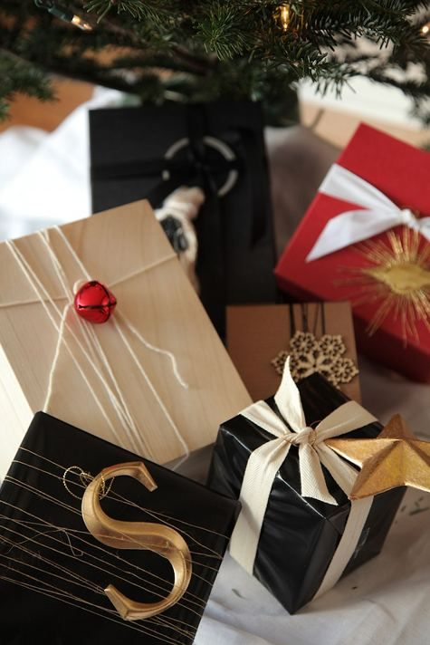 "Gift wrapping ideas ... Black, Red, White, Gold + Christmas Trinkets ""S"", Star, Bell ... #christmasideas #holidaypackaging #giftwrappingideas"