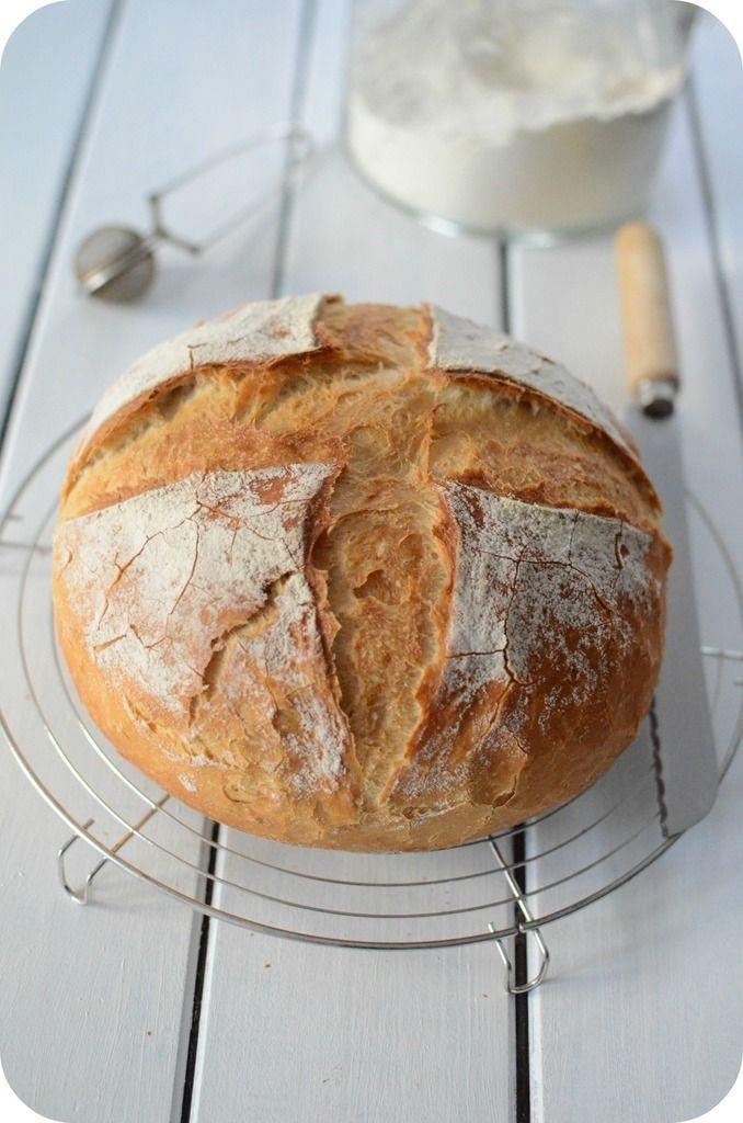 Le pain cocotte j'en fais depuis belle lurette mais va savoir pourquoi je ne l'avais jamais publié !! C'est lorsque Manue et Val elles ont en fait sumultanément que l'envie m'est venue d'en refaire et de vous en faire profiter :) C'est un pain très simple...