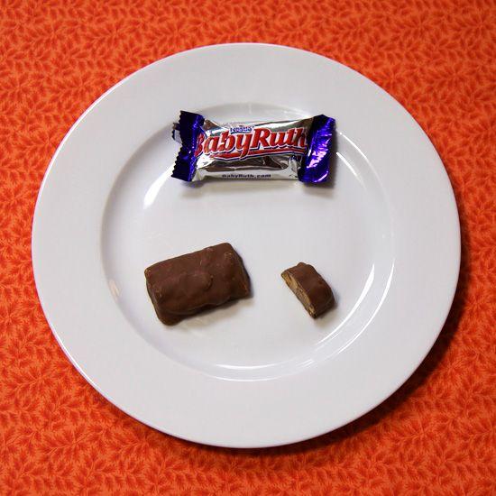 One fun size bar = 85 calories One and a quarter fun size bars = 106 calories