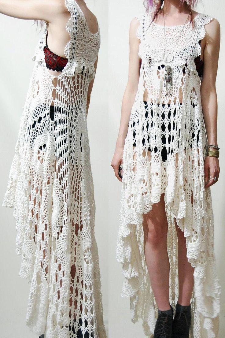 Vestido Branco Redondo em Crochê Frente e Lado Esquerdo 5