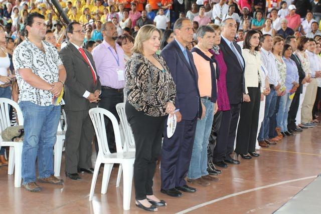 Ministra de Cultura, Ministro de Agricultura y Ministro de Trabajo junto con autoridades municipales y departamentales celebrando Notas de Independencia.  Crédito Miltón Ramírez/MinCultura 2012