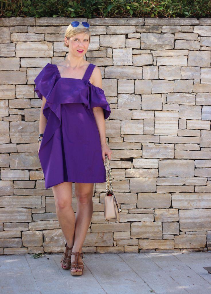 Lila - Sommerkleid mit besonderer Schulterpartie