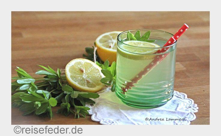**Blitzlichter** Waldmeister hat jetzt Saison. Es muss nicht immer Bowle sein - wir haben mal Limonade gemacht: Flachlanddudler frisch aus Niedersachsen.