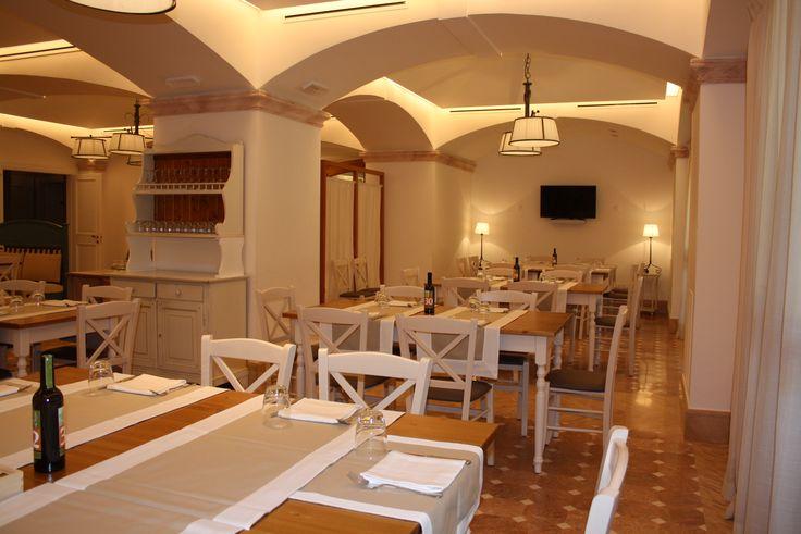 "Sedie e tavoli Pub Ristoranti Pizzerie MAIERON SNC www.mobilificiomaieron.it  - https://www.facebook.com/pages/Arredamenti-Pub-Pizzerie-Ristoranti-Maieron/263620513820232 - 0433775330.  Sedie e tavoli ristorante in stile shabby chic. ""ristorante il cavaliere"" Melfi (Pz). Produzione Mobilificio maieron sedie e tavoli pub, bar, ristoranti e pizzerie. #arredoRistorantemaieron #arredoristorante #tavoliesedie  #arredoristorante, #arredopub #sedievenezia #tavolisedieshabby"