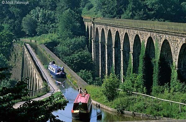 [BRITAIN.WALES 22.299<br /> 'Chirk aqueduct.'<br /> <br /> The Chirk aqueduct, finished in 1801, takes the Llangollen Canal from England to Wales, by crossing the River Ceiriog on 20 metre high piers. On the right is a later train viaduct. Photo Mick Palarczyk.