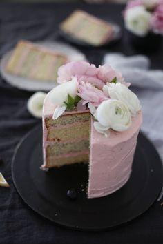 Mohn-Vanille-Törtchen mit Erdbeer-Frosting