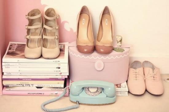 pretty shoes, pretty phone